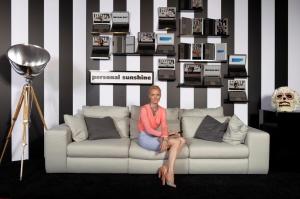 VIP Sofa Photo Installation mit Model Berlin